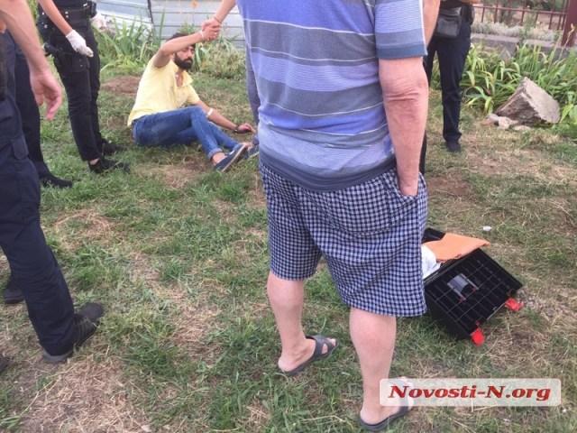 На выезде из Николаева «откачивают» от «передоза» одесситов, которые слетели с дороги на «Мазде»
