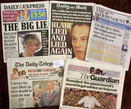 Britiske aviser forteller sitt om presset statsminister Tony Blair utsettes for.(Foto:AP/Scanpix)