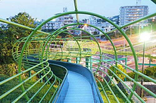 【沖繩】親子旅遊不能錯過!!下滑超過50秒的三層樓超高溜滑梯@浦添大公園Urasoedai Park