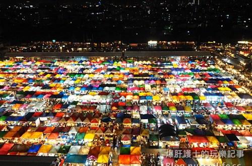 【曼谷旅遊】500個攤位!逛到腿軟、吃到撐的火車夜市 Talad Rot Fai train market