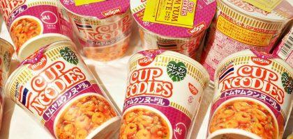 日本超市必買|日清泰式酸辣湯口味杯麵.料多夠味又好吃
