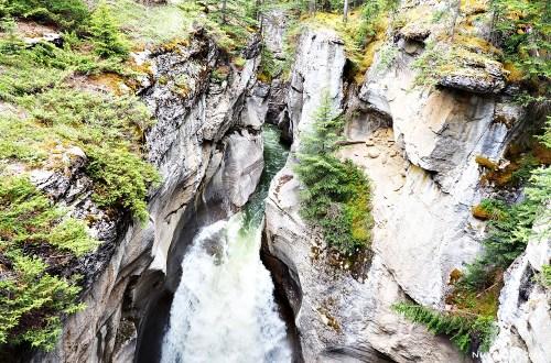 加拿大|瑪琳峽谷 maligne canyon.縱走盡賞峽谷之美