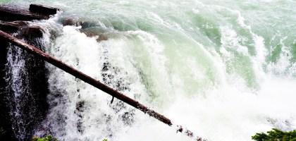 加拿大|阿薩巴斯卡瀑布 Athabasca Falls.近距離感受萬年奔馳的衝擊