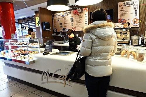 麥當勞來到巴黎也時尚了!竟然有馬卡龍可頌套餐還可以點海尼根啤酒
