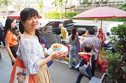 曼谷BTS Chit Lom 奇隆站必吃排隊早餐:炸雞、炭烤吐司、手標泰奶