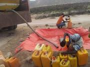 Der lang ersehnte Lastwagen bringt den Bewohnern von Somaliland Wasser.(Bild: David Signer)