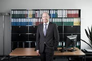 Valentin Vogt, President and CEO of the Swiss Employers' Association and Burckhardt will be portrayed in his office at Kloten Zürich, partner of Compression Holding AG. (Image: NZZ Team)