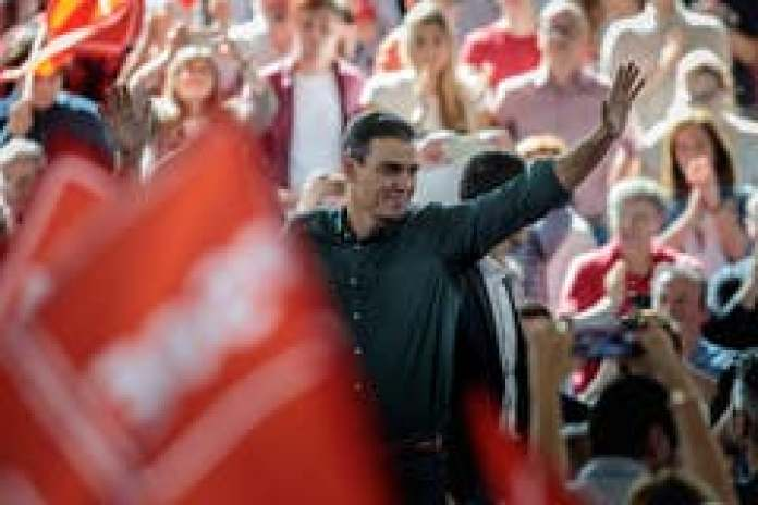Will he manage to form a government this time? Socialist leader Pedro Sanchez in front of supporters. (Image: imago)