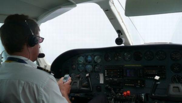 Gara-gara smsan, pilot lupa mendaratkan pesawat (Ilustrasi: blog.oldversion)