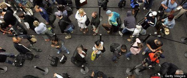 Turis berpergian keliling dunia (Foto: Huffingtonpost)