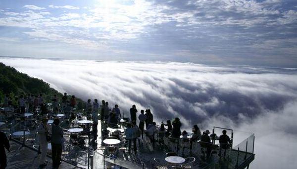 Teras Unkai menyuguhkan pemandangan menakjubkan (Foto: odditycentral)