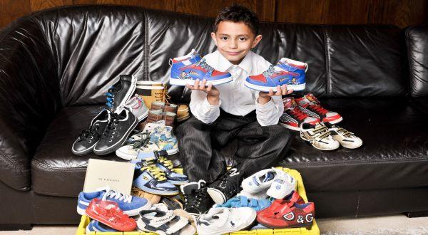 Foto : Zak dengan koleksi sepatunya (SWNS)