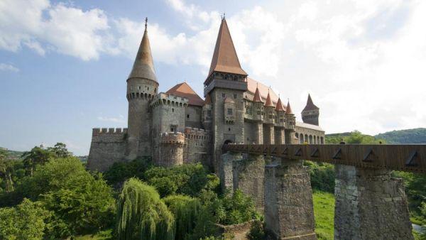 Tempat yang dipercaya sebagai kastil drakula di Transylvania (Foto: bittsandbytes)