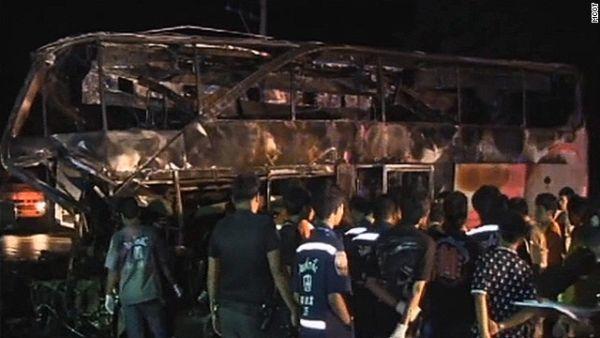 Bus yang menewaskan 19 orang penumpang di Thailand (Foto: CNN)