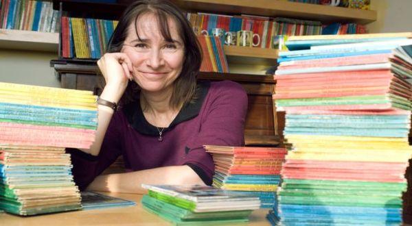 Helen dan koleksi bukunya (Foto: Daily Mail)