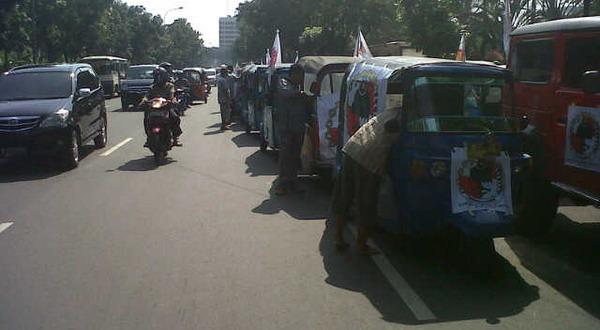 Sopir Bajaj demo (Foto: Arief/Okezone)