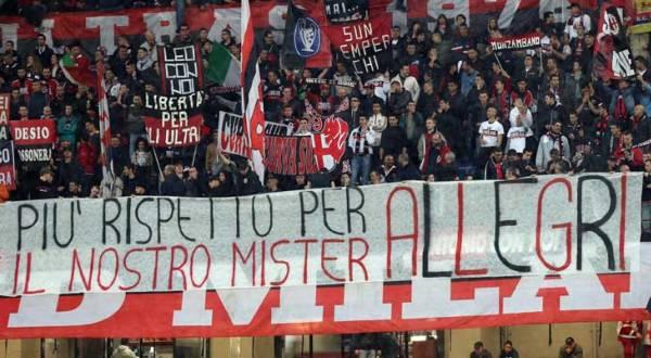 Bentuk penghormatan Milanisti untuk Massimiliano Allegri (Foto: ist)