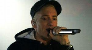 Wuss, Rumah Eminem Terbakar!