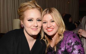 Adele Sarankan Kelly Clarkson Tak Punya Anak Dulu