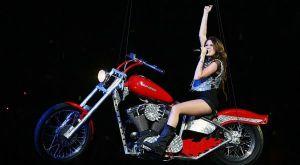 Ultah, Miley Cyrus Dapat Kado Motor Mewah