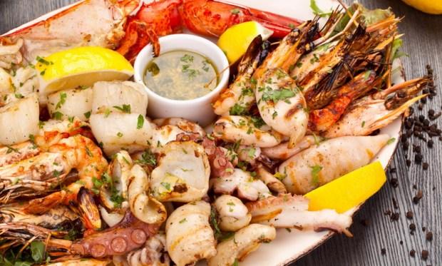 Pernah Keracunan, Enno Lerian Tak Kapok Seafood
