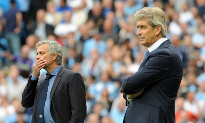 Jose Mourinho (kiri) (foto: REUTERS)