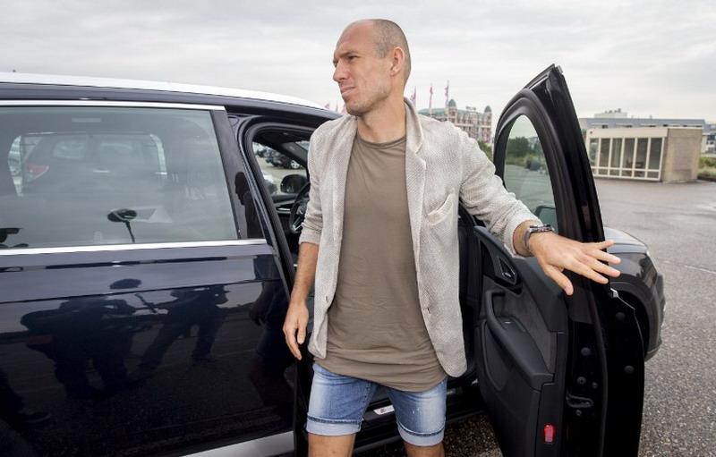 Robben absen selama empat pekan (Foto: Jerry Lampen/AFP)