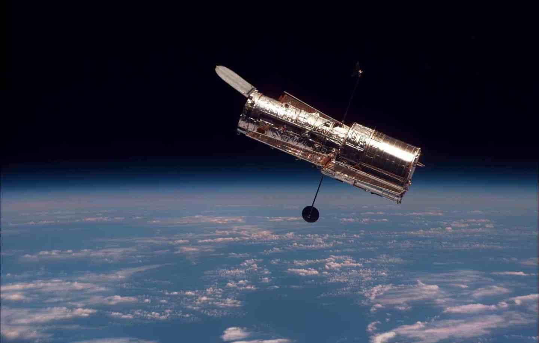 Hubble captura imagem de rastros de asteroides; veja foto