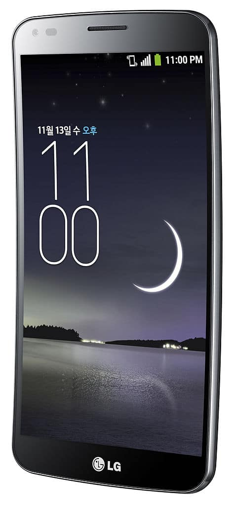 Smartphone LG G Flex, which had a flexible housing and curvature that better accompanies the shape of the face.