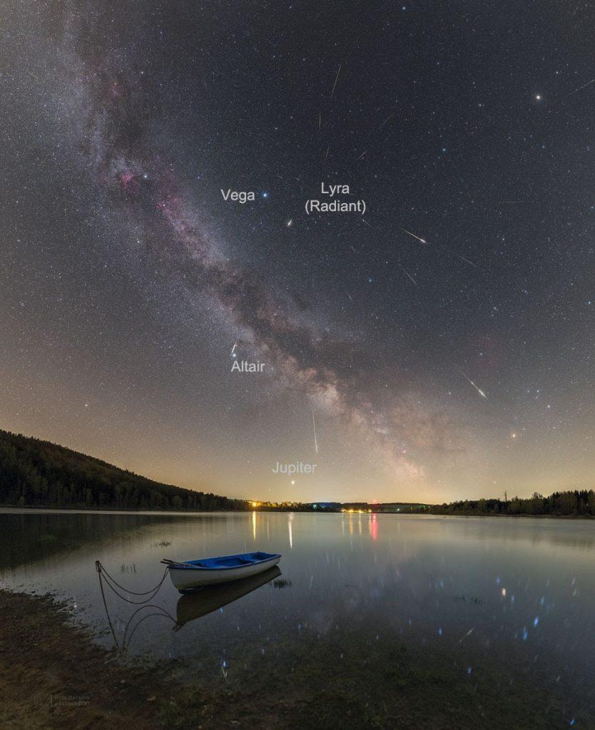 Meteoros da Líridas sobre o Lago Seč na República Tcheca em 2020. Créditos: Petr Horálek
