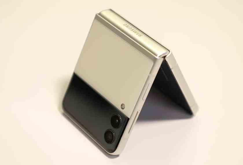 Galaxy Z Flip 3 and its external screen