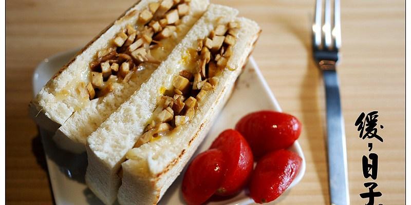 【台中散策食記】緩,日子咖啡 Une Jour Libre │西區:緩食慢活~辣炒豆干與帕尼尼的意外相遇