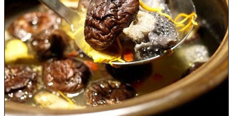 【台中散策食記】雞酒棧│台中美村店:黃金蟲草溫補養生~寒冬中的豪華滿足(就是少了嗶嗶嗶有點遺憾XD)