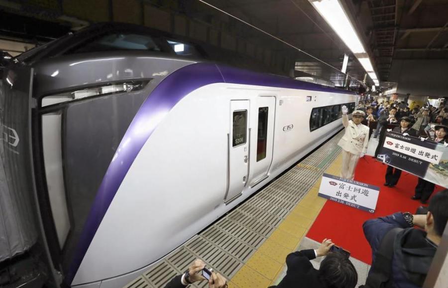 河口湖富士山交通~特快「富士回遊」新宿直達河口湖只要兩小時!