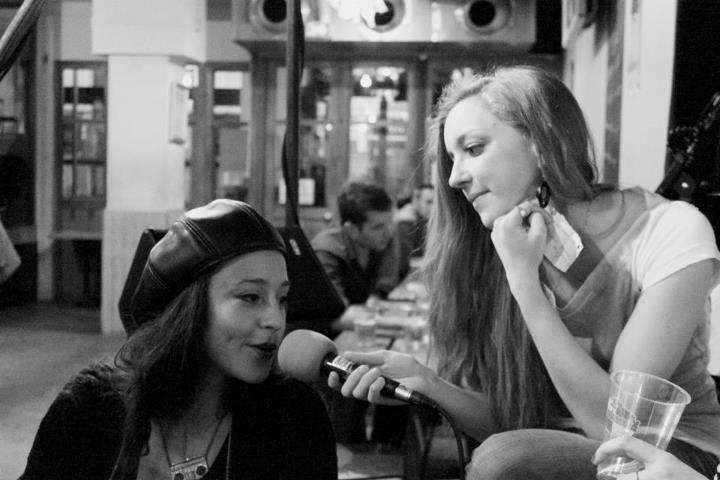 Interview de NINON, chanteuse de Bosom Buddy, soirée spéciale PARIS TOUT NU, le 3 mai 2012 à l'Alimentation Générale.
