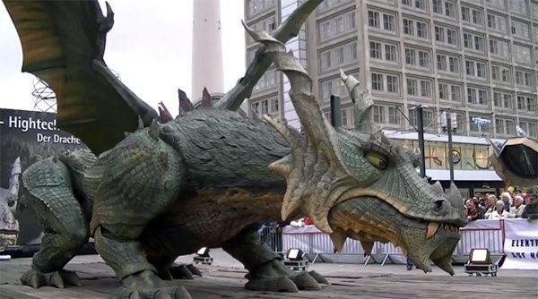 le plus grand robot-dragon du monde [wtf]