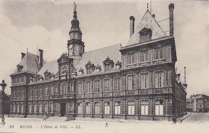 Lundi 15 mars 1915, deux obus éclatent à proximité de l'hôtel de ville