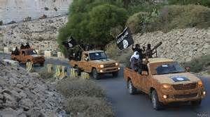 Les fameux pick up sur lesquels les miliciens barbus de l'EI armés jusqu'aux dents arborent leur drapeau noir