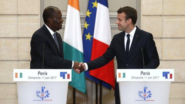 Le Président Macron et le chef d'Etat Ouattara installé par l'armée française en Côte d'Ivoire en 2011 après les élections contestées de 2010.