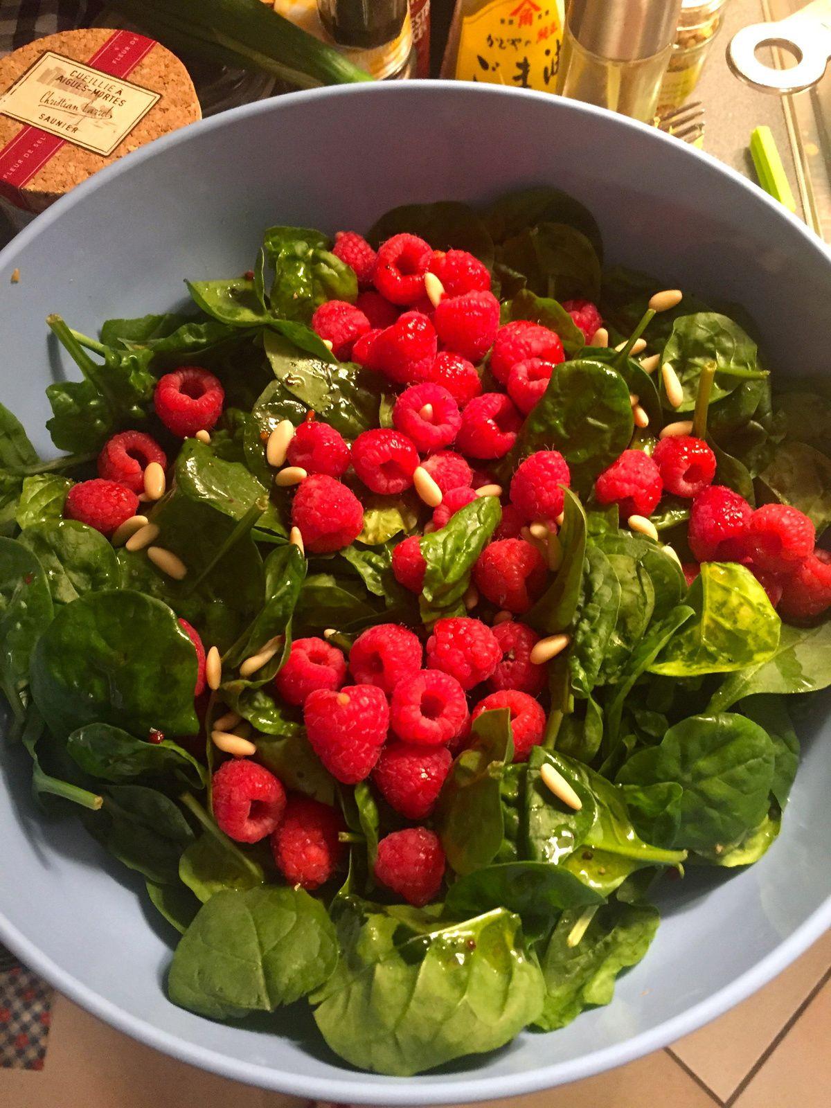 Salade d'épinards crus et framboise