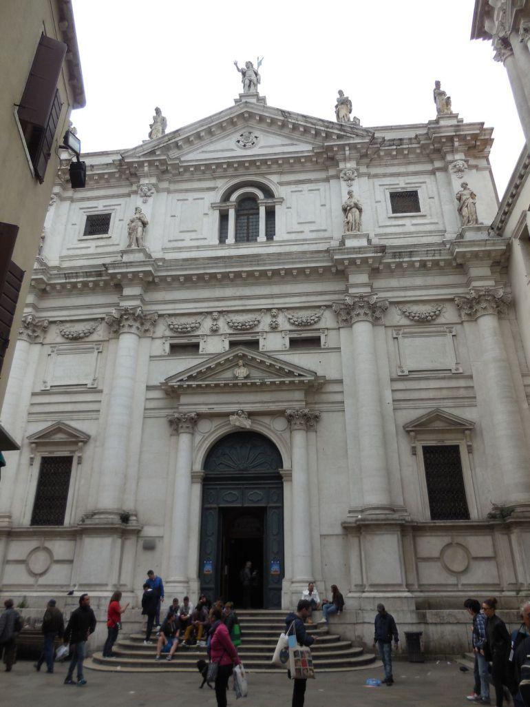 Autre Eglise: l'Eglise San Salvador et sa façade du 17ème siècle.