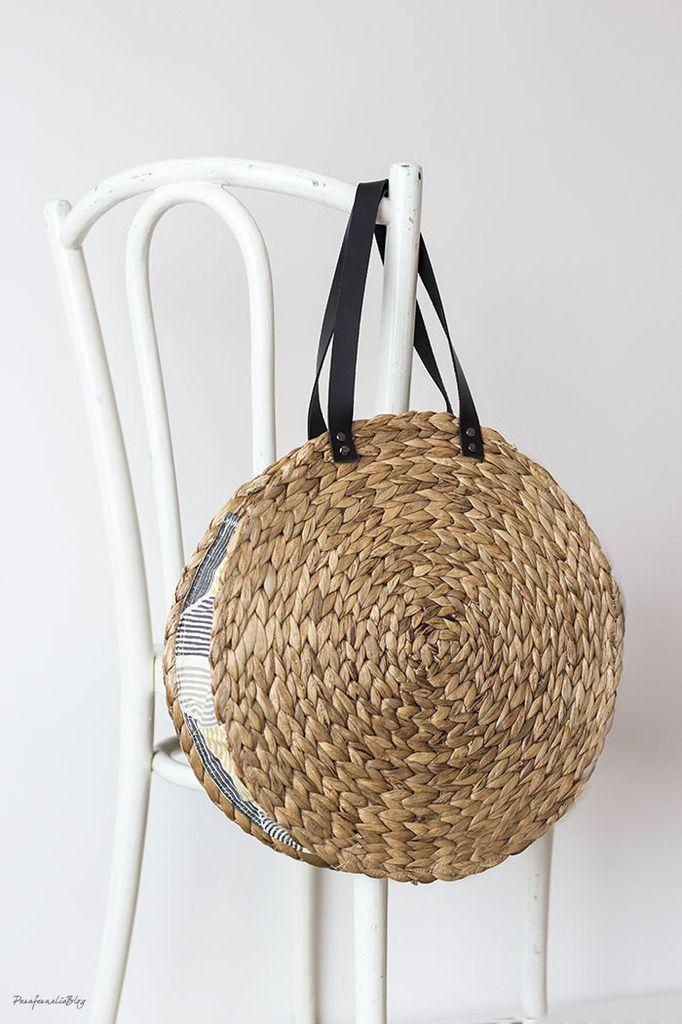 un sac avec des sets de table