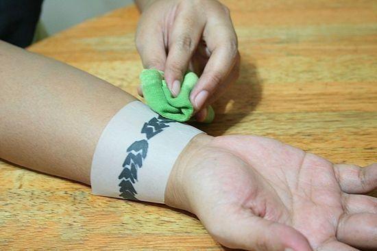 Tatuaggio con deodorante stick come realizzare un tatuaggio temporaneo 6 tecniche fantastiche sweetannykabijoux