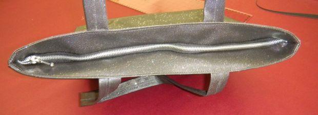 pose d'une fermeture sur sac cabas