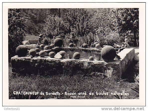 bassin orné de boules naturelles, ferme du moulin
