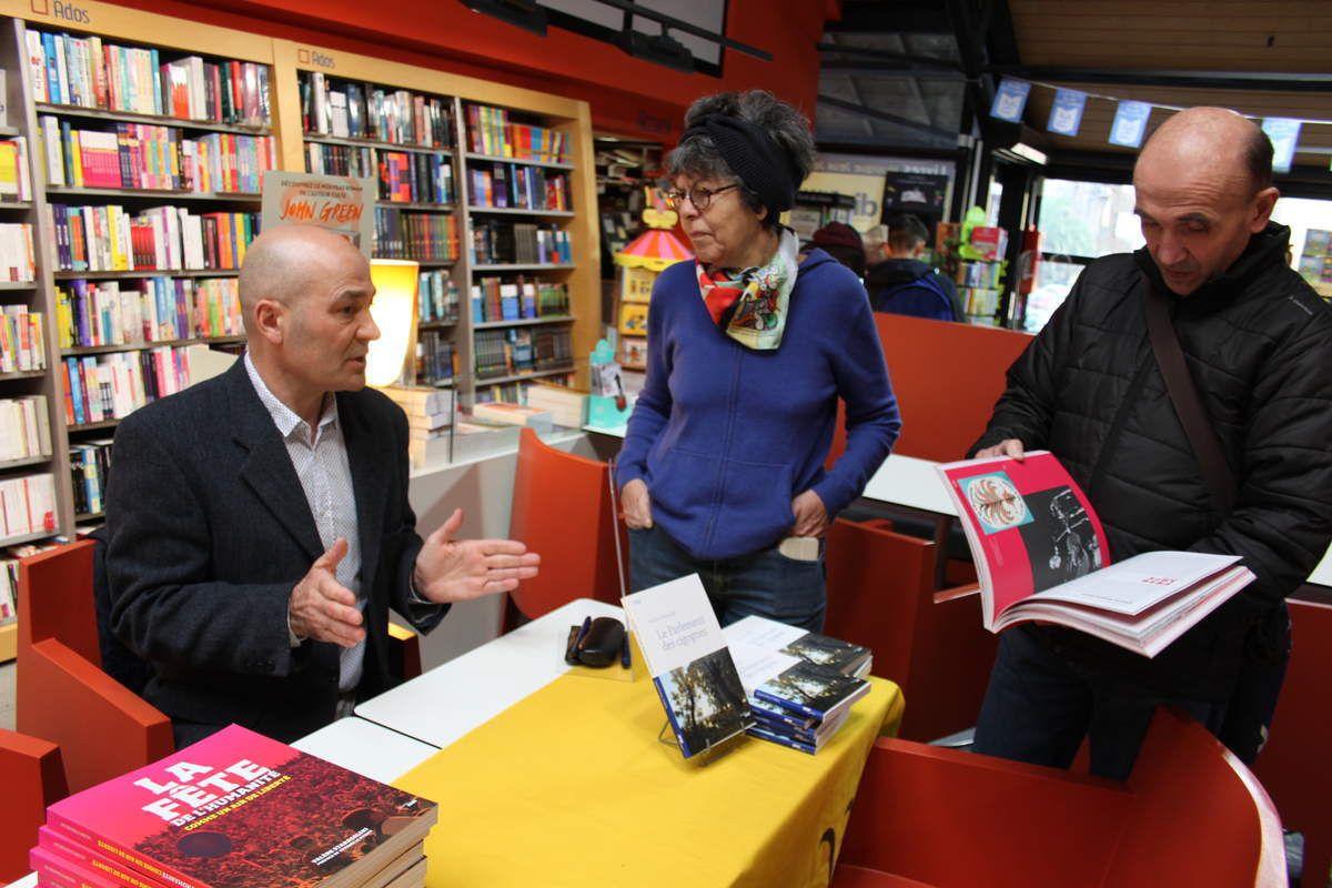 Valère Staraselski à Dialogues Morlaix le 11 novembre 2017 avec Lucienne Nayet et Serge Puil, et d'autres camarades du PCF (photo Jean-Luc Le Calvez)