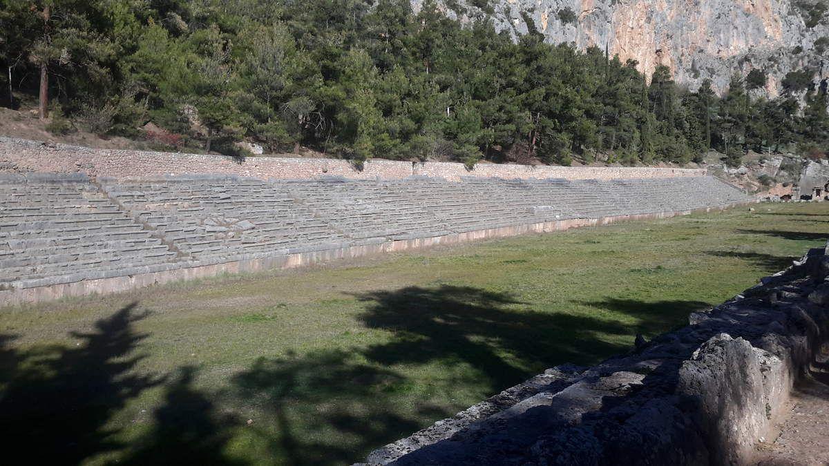 Arachova dans le Mont Parnasse, Delphes, Stadium, Théâtre, Trésor des Athéniens, Omphale.