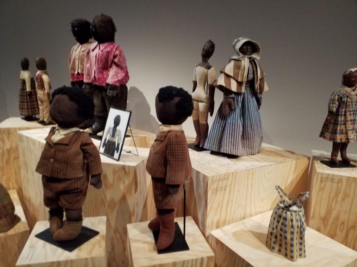 Poupées noires et  artiste rom : deux expositions
