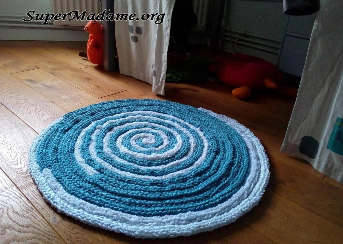 tricote moi ce tapis avec les doigts