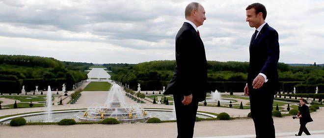 Le président Emmanuel Macron (à droite) et son homologue russe Vladimir Poutine, à Versailles le 29 mai 2017.  © AFP/ FRANCOIS MORI